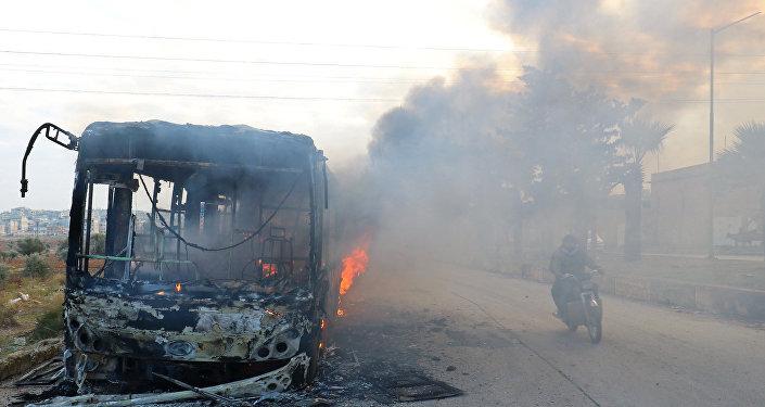 صورة بين مؤيد ومعارض..حرق الحافلات في إدلب يحدث انقساماً