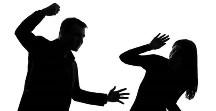 صورة العنف ضد النساء يعالج بالقوانين لا بمساحيق التجميل