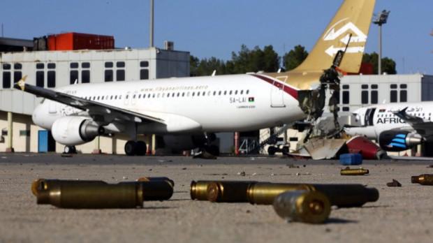 صورة اختطاف طائرة ليبية وحرف مسارها إلى مالطا