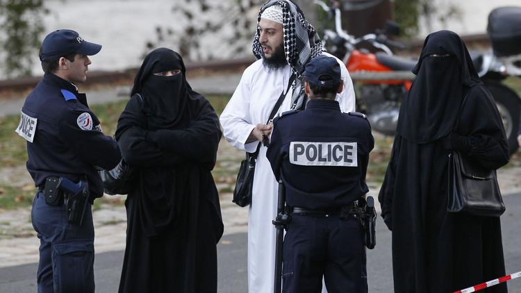 صورة هولندا تحظر ارتداء النقاب والبرقع في الأماكن العامة