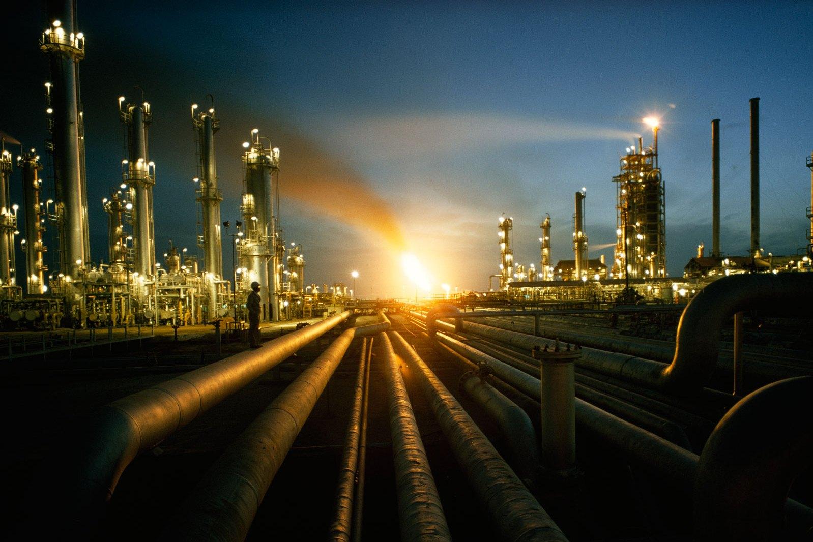 صورة السعودية تعاكس التوقعات وتزيد انتاجها النفطي