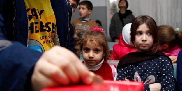 صورة أطفال سوريون يتبرعون بثمن الكعك لمهجّري حلب