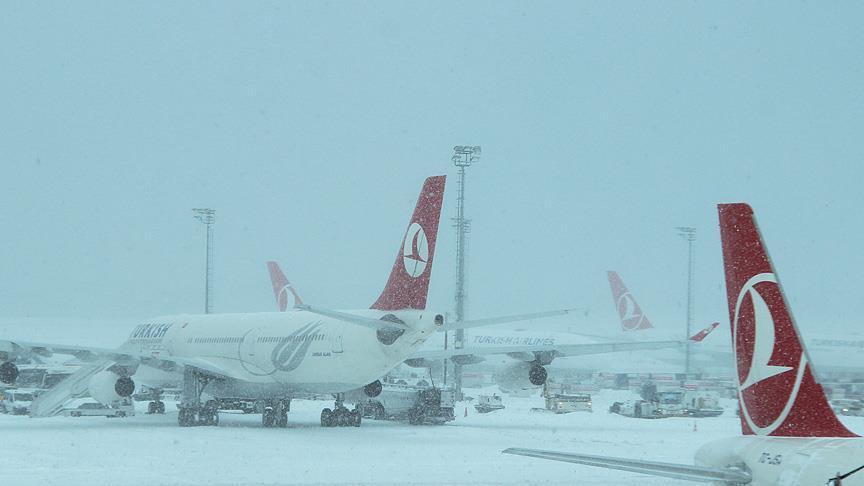 صورة الثلوج تتسبب بالغاء 640 رحلة في إسطنبول