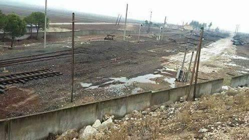 صورة سرقة السكك الحديدية في إدلب.. من المسؤول؟