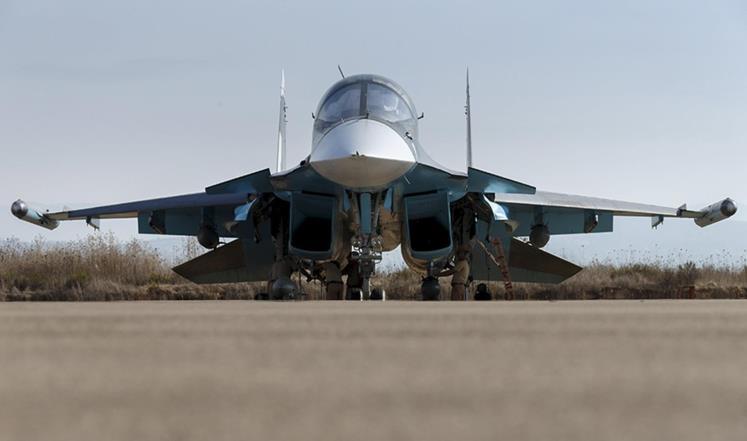 صورة مقاتلة روسية تلقي صاروخ على موالين للأسد
