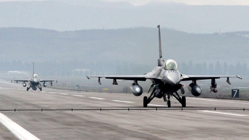 """صورة مقاتلات تركية وروسية تهاجم تنظيم """"الدولة"""" في الباب"""