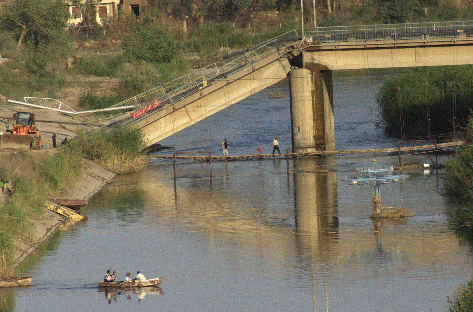 صورة التحالف يخرج جسور دير الزور عن الخدمة