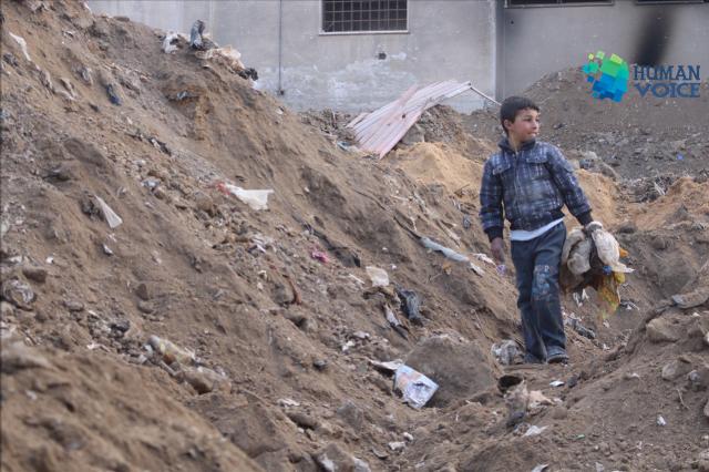 صورة أطفال يبحثون عن الحياة في غوطة دمشق