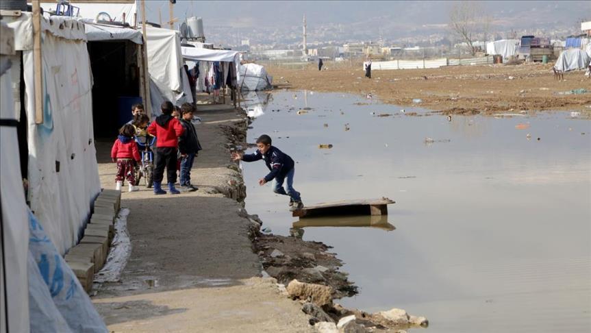 صورة التلوث يهدد حياة أطفال سوريين بمخيم لبناني