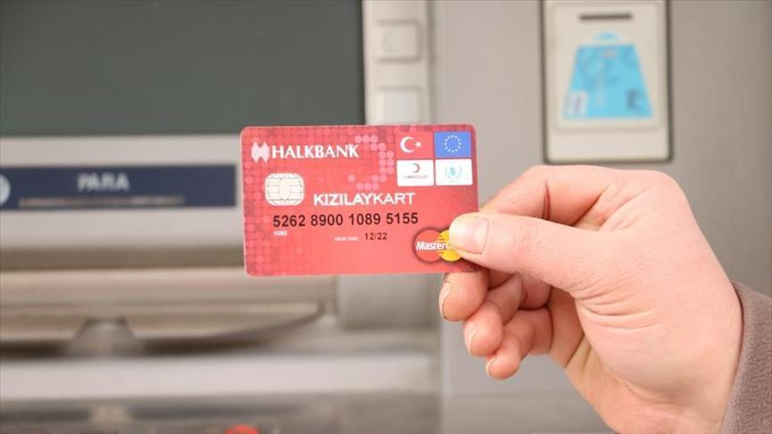 صورة 150 ألف لاجئ بتركيا يتقدمون بطلب للحصول على بطاقات الدعم