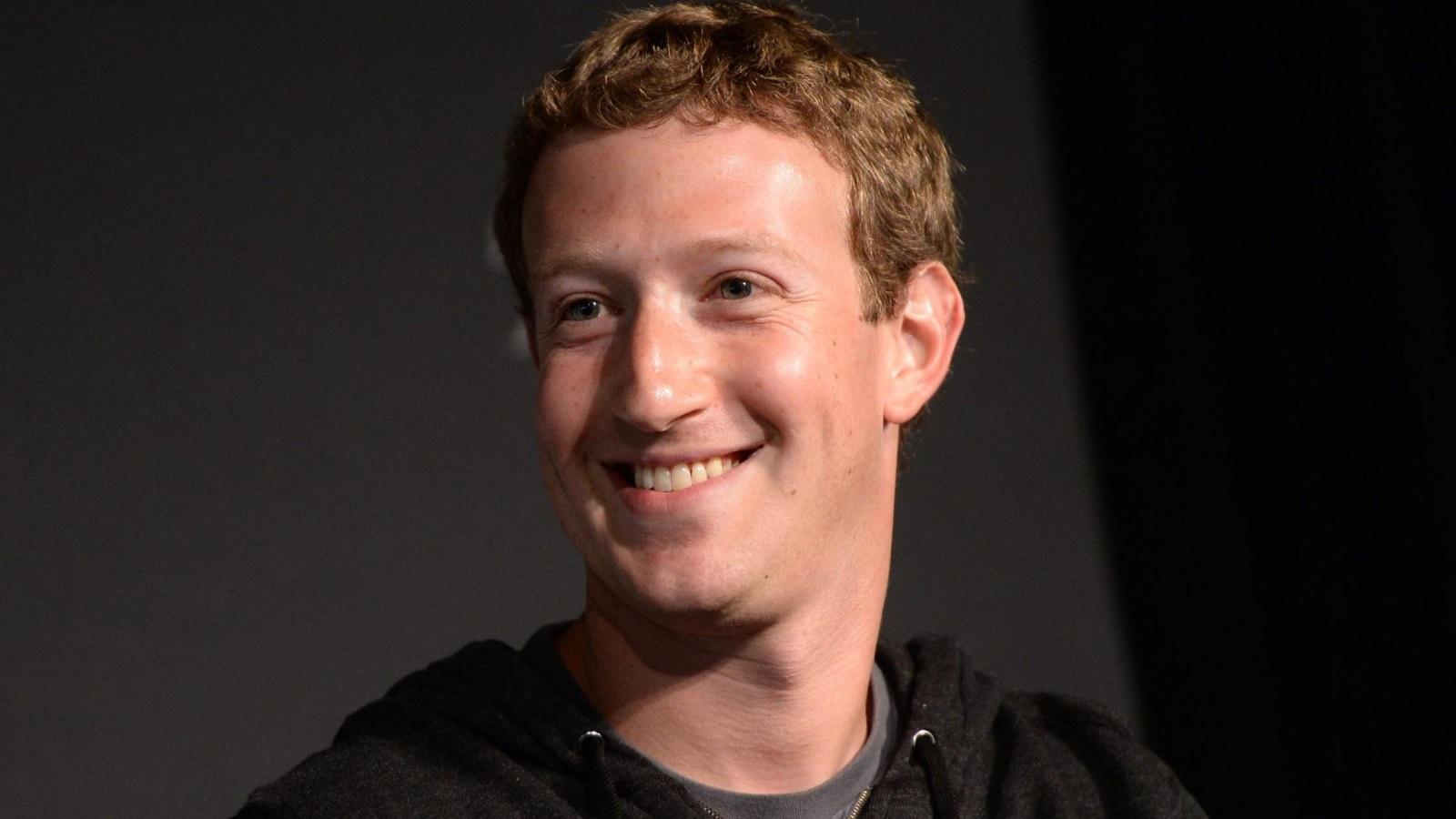 صورة مؤسس فيسبوك يحذر من تغير الفكر العالمي
