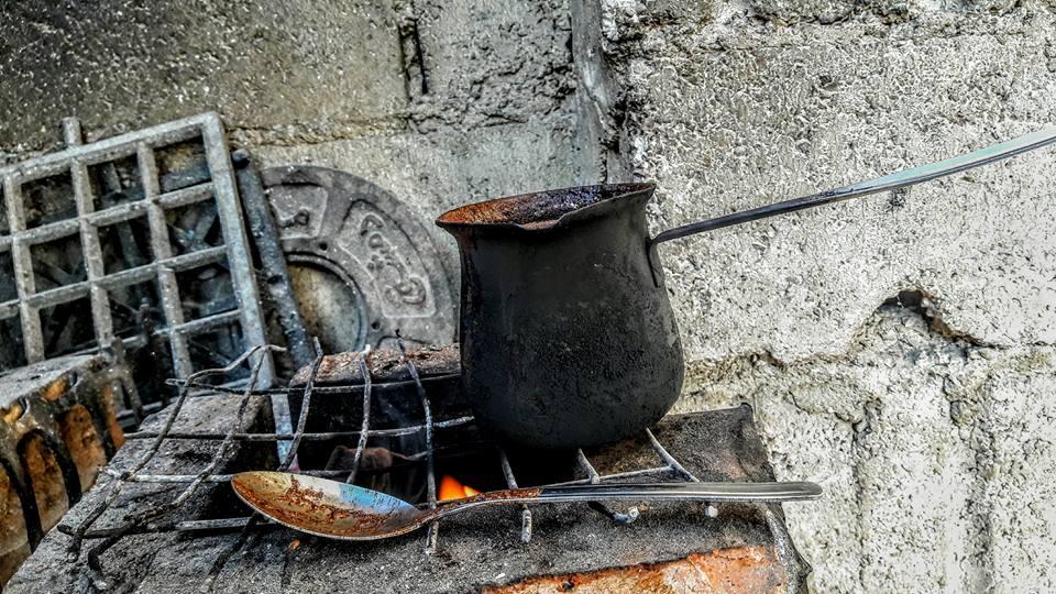 صورة الكهرباء في سوريا اندثرت والخشب حلم غالي الثمن
