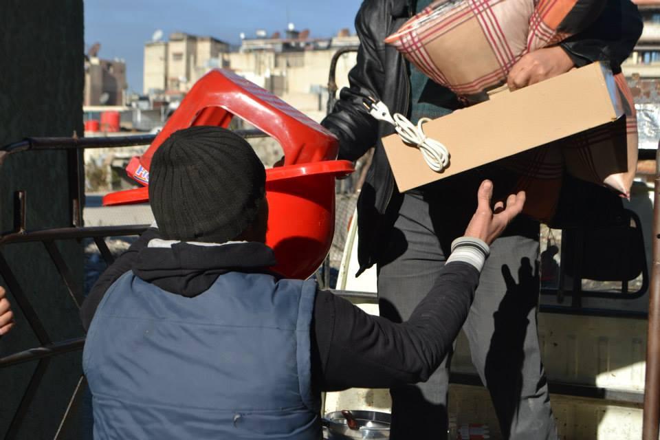 صورة مساعدات أوروبية لجنوب دمشق تعيقها الفوضى
