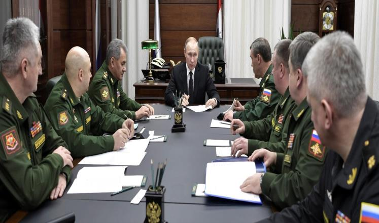 صورة بوتين يطرد كبار مسؤوليه..وحميميم تفضح السبب
