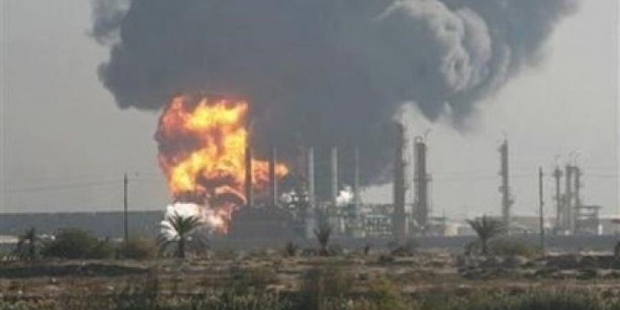 صورة قذائف للأسد تصيب مصفاة حمص وتتسب بحرائق