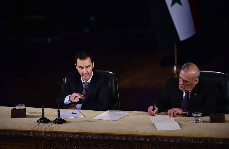 صورة الأسد يمنع محاميه عن مواقع التواصل ويجرم المخالفين (وثيقة)