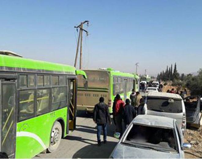 صورة الأسد هجر 250 عائلة فلسطينية وأسقط حقهم بالعودة