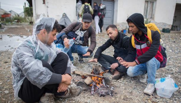 صورة مئات الفلسطينيين باليونان يشكون ظروفهم المعيشية