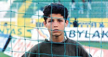 """صورة رونالدو لاعب """"كثير البكاء"""" في طفولته"""