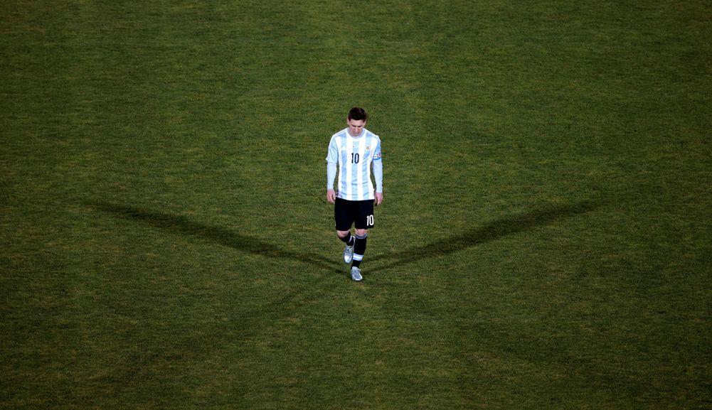 صورة الفيفا يوقف ميسي 4 مباريات مع الأرجنتين