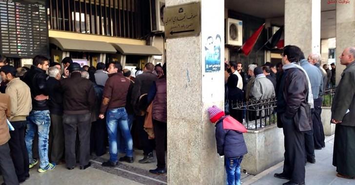 صورة الأسد يحارب موظفي المناطق المحررة بحرمانهم من رواتبهم