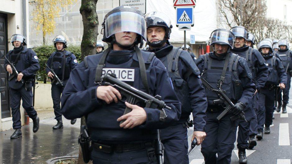 صورة فرنسا تعتقل دبلوماسي عمل لدى الأسد أدين بجريمة اغتصاب