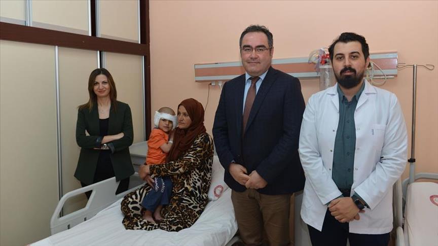 صورة طفل سوري يستعد للكلام لأول مرة في تركيا