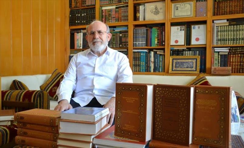 صورة مؤرخ سوري يُفهرس أكثر من 4 آلاف مخطوطة عثمانية