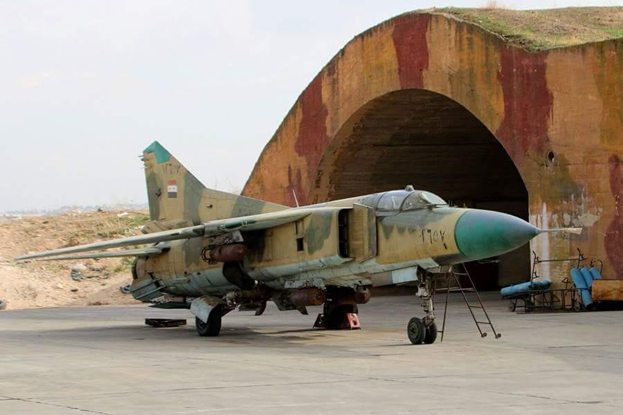 صورة بينهم مقاتلة..خسائر بمطار حماة العسكري جراء هجمات صاروخية