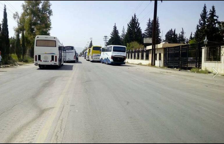 صورة حافلات التهجير تدق أبواب مضايا والزبداني