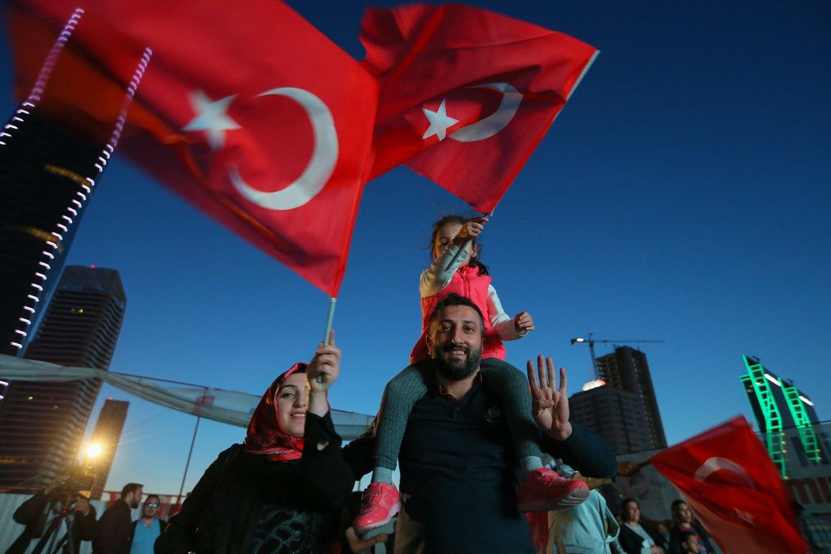 صورة بالصور.. هكذا احتفل الأتراك عقب إقرار التعديلات الدستورية