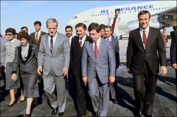 صورة مقابل نفيه..رفعت الأسد نهب من السوريين 300 مليون يورو