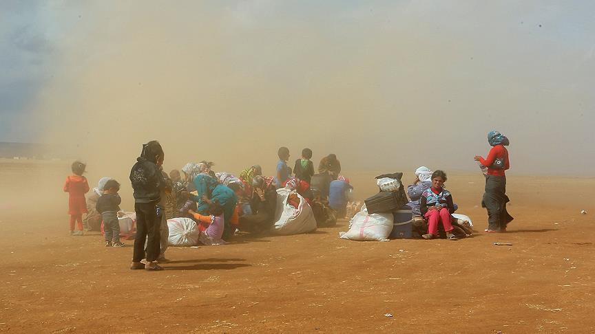 صورة سوريون عالقون بالحدود الجزائرية المغربية يناشدون البلدين إنقاذهم