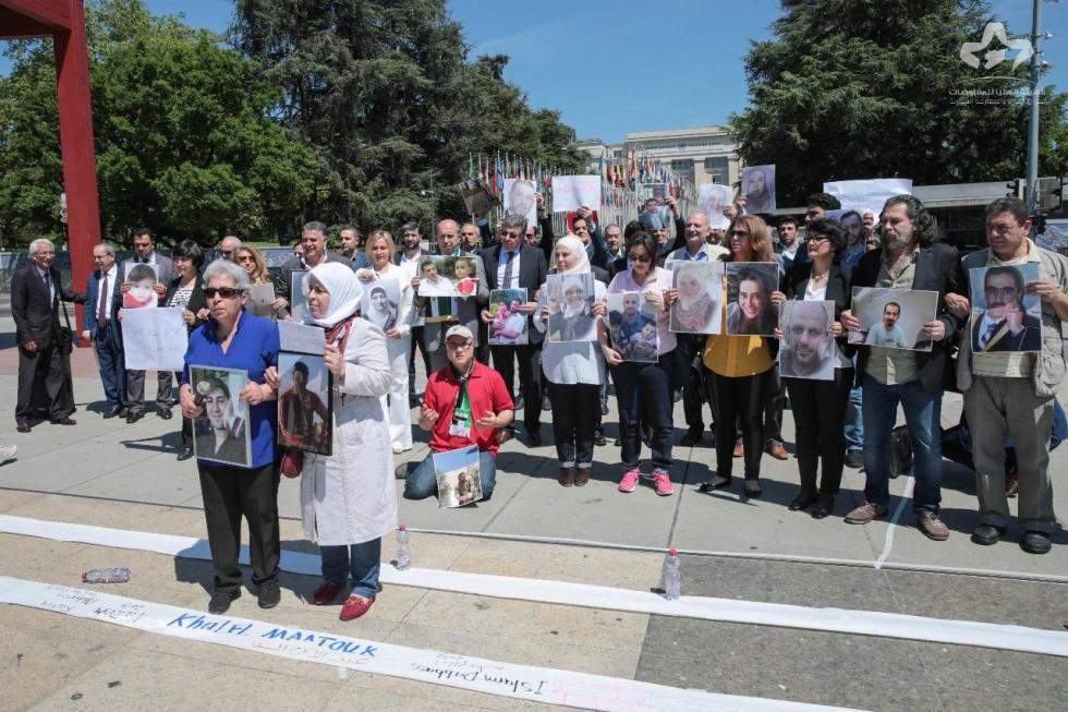 صورة ناشطون ينظمون وقفة أمام الأمم المتحدة للمطالبة بالمعتقلين
