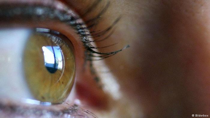 صورة ابتكار أول شبكية صناعية للعين في بريطانيا
