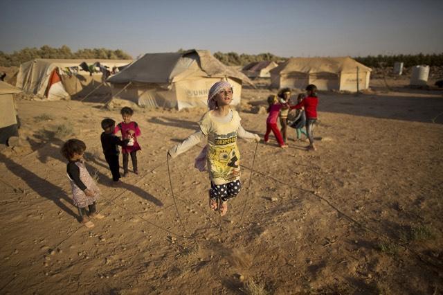 صورة من يحمي السوريين من المتاجرين بحمايتهم!