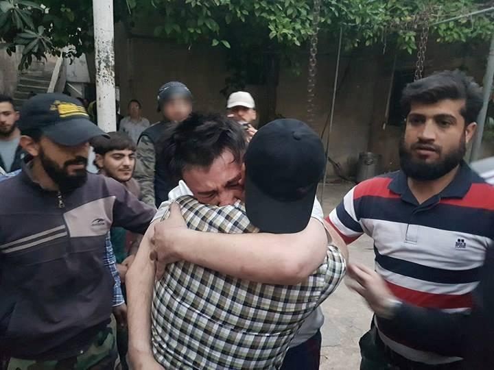 صورة تبادل أسرى بين جيش الإسلام وتنظيم الدولة