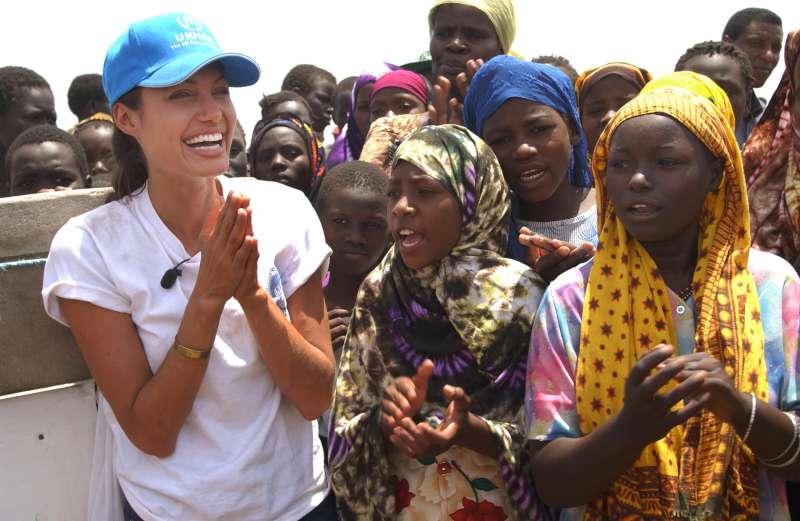 صورة أنجيلينا جولي في السودان لتصوير فيلم عن حضارتها