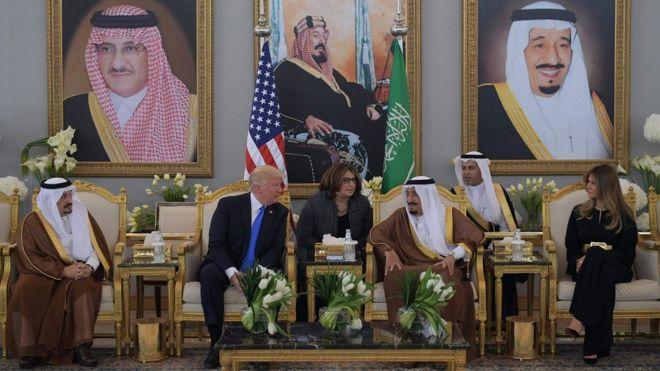 صورة ترمب في السعودية..صفقات بعشرات المليارات
