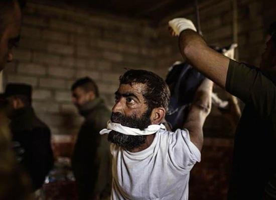 """صورة صحيفة: القوات العراقية """"وحوش"""" (صور تعذيب)"""