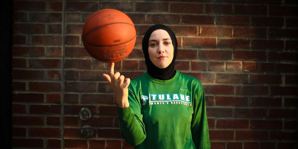 صورة السماح للاعبات كرة السلة بارتداء الحجاب