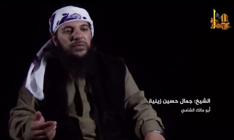 """صورة قائد تحرير الشام بالقلمون يتوعد """"حزب الله"""""""