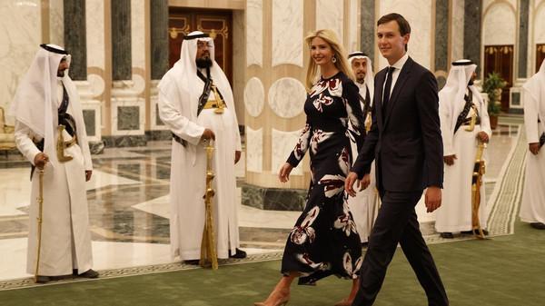 صورة إيفانكا تغرد من الرياض: تشرفت باستقبال الملك وعائلته