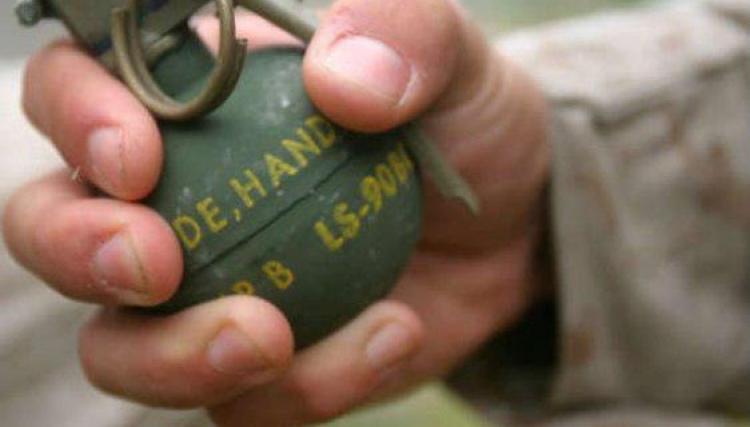 صورة قنبلة تنتصر لسيدة أراد شبيح النظام قتلها