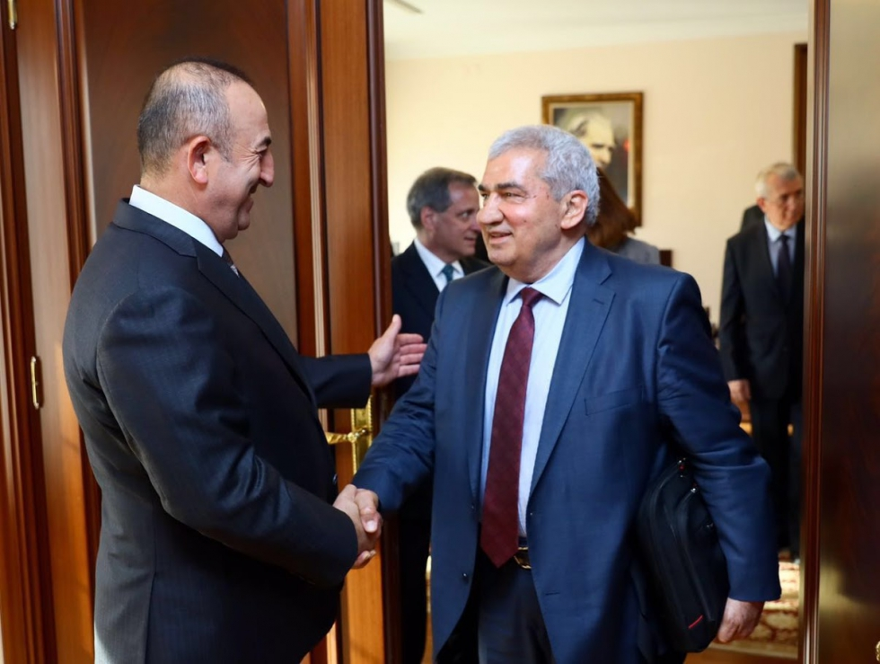 صورة رئيس الائتلاف الجديد يلتقي وزير الخارجية التركية