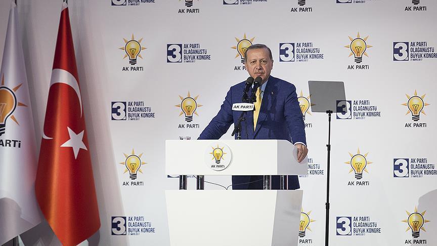 صورة أردوغان يعد بقفزات نوعية بعد انتخابه رئيسا للعدالة والتنمية