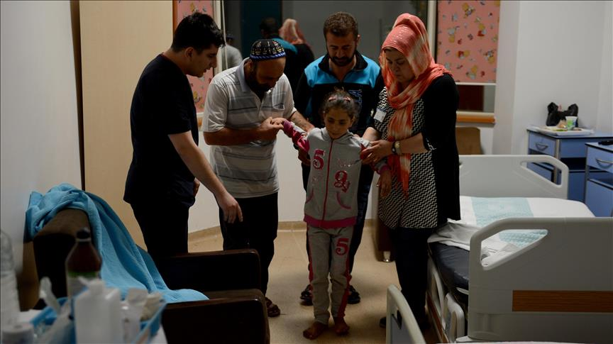 صورة عائلة تطلعت للسلام فمزقتها الحرب إربًا