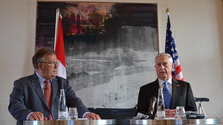 """صورة وزير الدفاع الأمريكي: أجرينا مباحثات """"بناءة للغاية"""" مع الأتراك"""