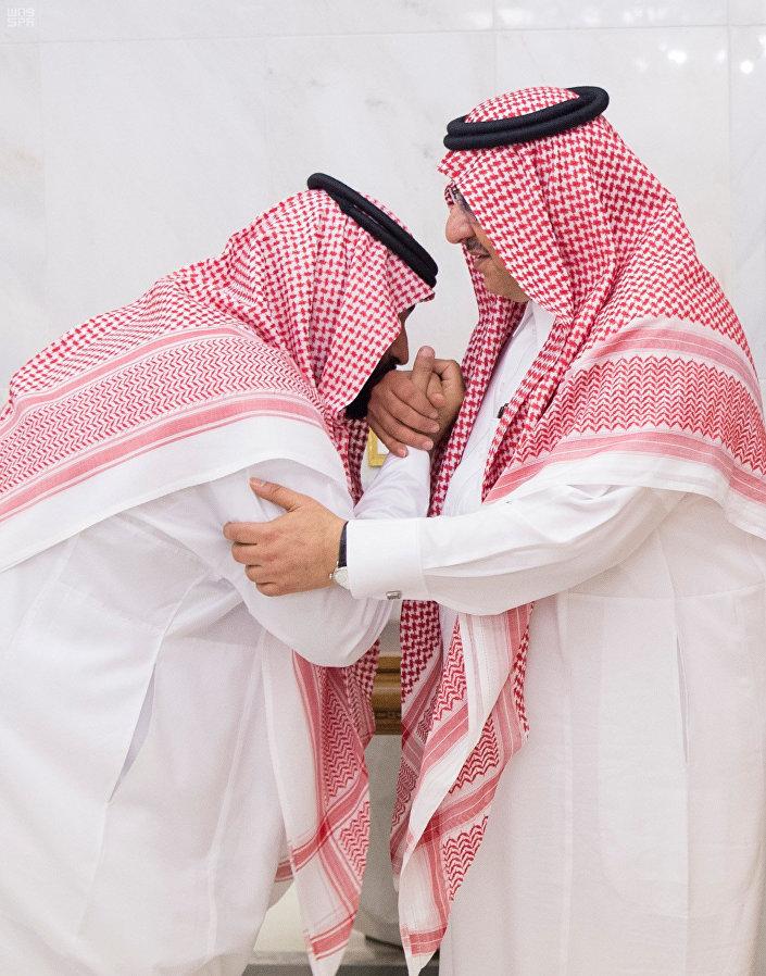 صورة بن سلمان يمنع ولي العهد السابق من مغادرة قصره
