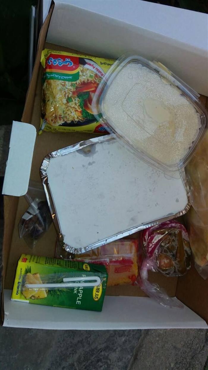 صورة لاجئون في لبنان يتهمون الهلال الأحمر بتوزيع وجبات فاسدة والأخير ينفي